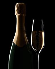 Champagnerflasche mit Glas