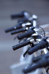 Vélos en stationnement en centre urbain