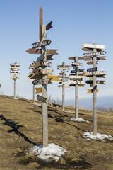 Указатели на вершине горы Машук