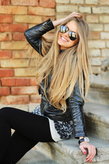 Beautiful young happy smiling woman in sunglasses