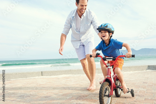 Learning to ride a bike - 60047832