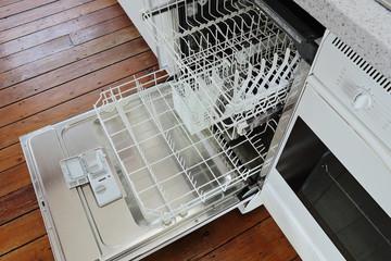 lave-vaisselle cuisine ouvert vide