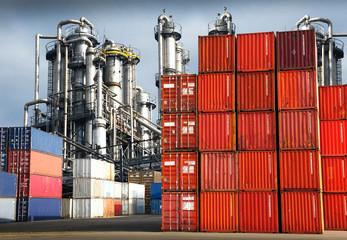 container ed impianto industriale
