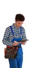 Junger  Handwerker mit Geld und Taschenrechner als Freisteller