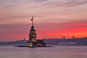 Maiden's Tower at sunset. Istanbul, Turkey
