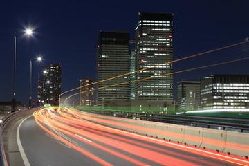東京を行き交う