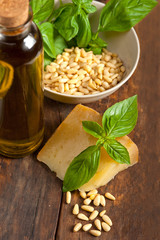 Italian basil pesto ingredients
