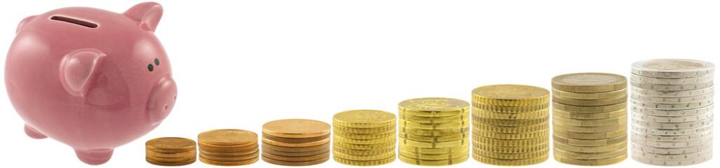 tirelire cochon rose et piles de pièces de monnaie