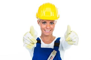 handwerkerin zeigt daumen hoch
