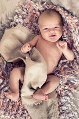 glückliches Neugeborenes