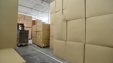 Gabelstapler im Lager // shipping logistics