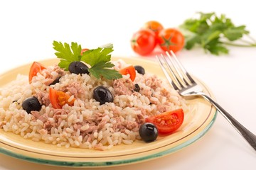 rice with tuna, tomatoes and black olives