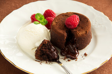 Chocolate fondant (pudding) with raspberries.