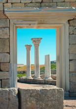 Ruines antiques avec des colonnes de marbre