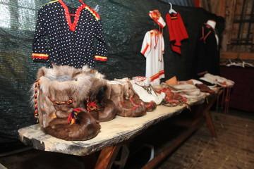 abbigliamento tipico popolo sami in norvegia