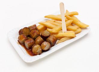 Bratcurrywurst mit Pommes frites