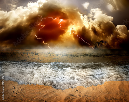 Fotobehang Golven Lightning over sea