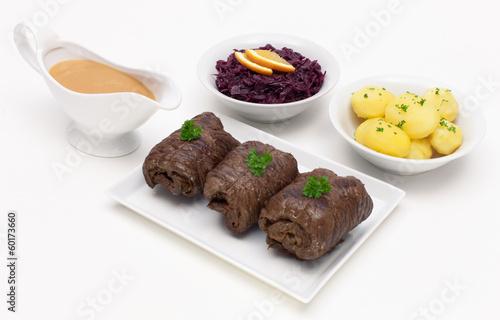 Rinderrouladen mit Rotkohl und Kartoffeln
