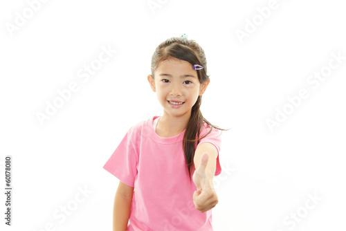 ガッツポーズの女の子