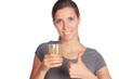 Frau mit Glas in der Hand und Daumen nach oben