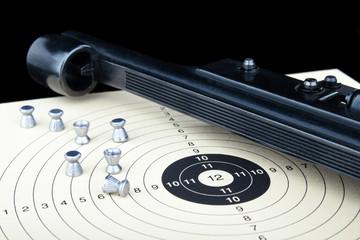 Luftpistole Diabolo auf Zielscheibe