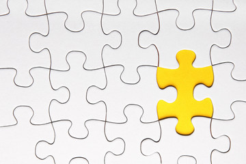 gelbes Puzzleteil
