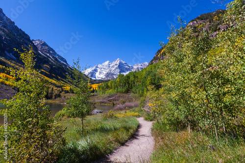 Trail to Maroon Bells in Fall