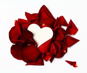 Herz in Rosenblüten