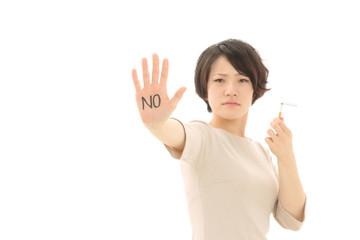 禁煙を勧める女性