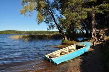 Лодка на берегу 2