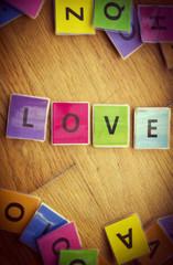 letras love en madera vintage
