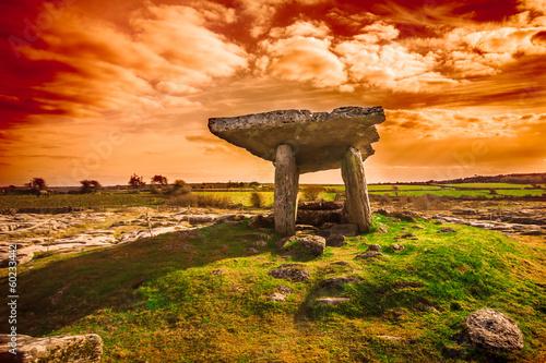 Papiers peints Con. Antique Ancient Poulnabrone Dolmen, The Burren, County Clare, Ireland