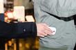 dieb stiehlt handy aus jackentasche