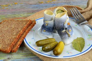 Katerfrühstück mit Rollmops und Gurke