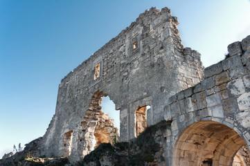 Развалины древней крепости на плато Мангуп Кале. Украина, Крым