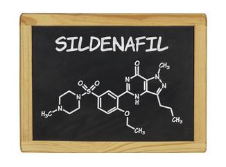chemische Strukturformel von Sildenafil auf einer Schiefertafel