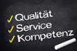 Kreidetafel mit Qualität, Service, Kompetenz
