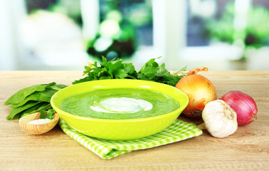 Tasty spinach soup, on wooden table