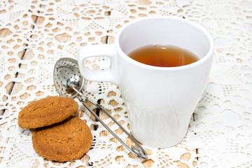 Чай в белой высокой кружке