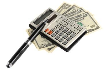 Калькулятор с ручкой на долларах на белом фоне