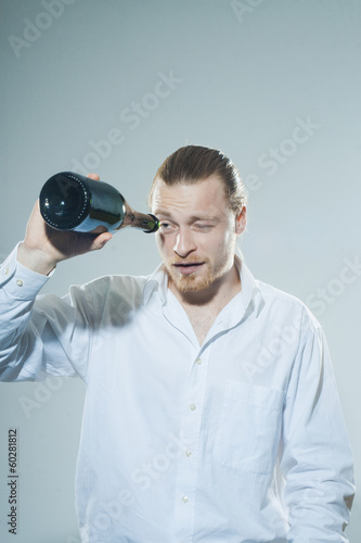 young man drinking alkohol - 60281812