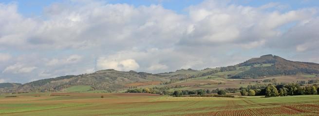 Das Dörnbergmassiv im Herbst