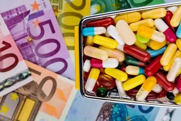 Tabletten, Einkaufswagen, Euroscheine