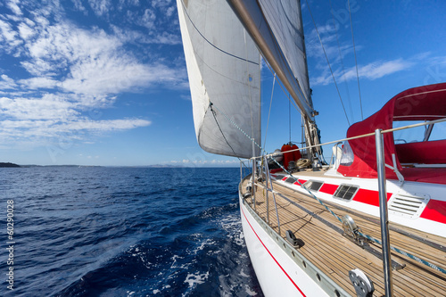 Aluminium Jacht Sailing yacht in blue sea