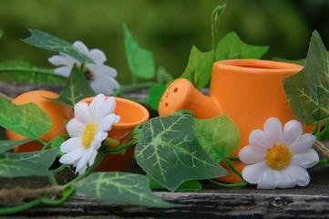 Dekoration Gießkanne und Blumentöpfe