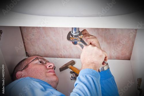 idraulico ripara tubo di scarico