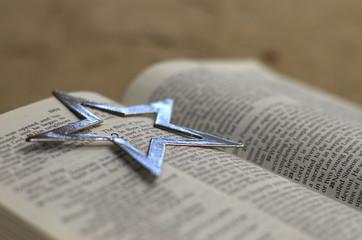 Luke 2 with silver star