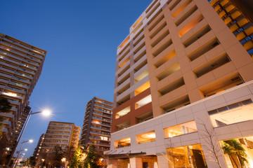 夕暮れの新興住宅街