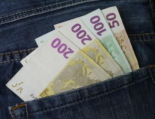 geldscheine, euroscheine in jeanshose