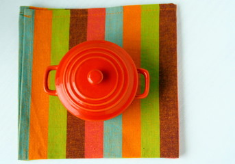 cocotte sur serviette de table